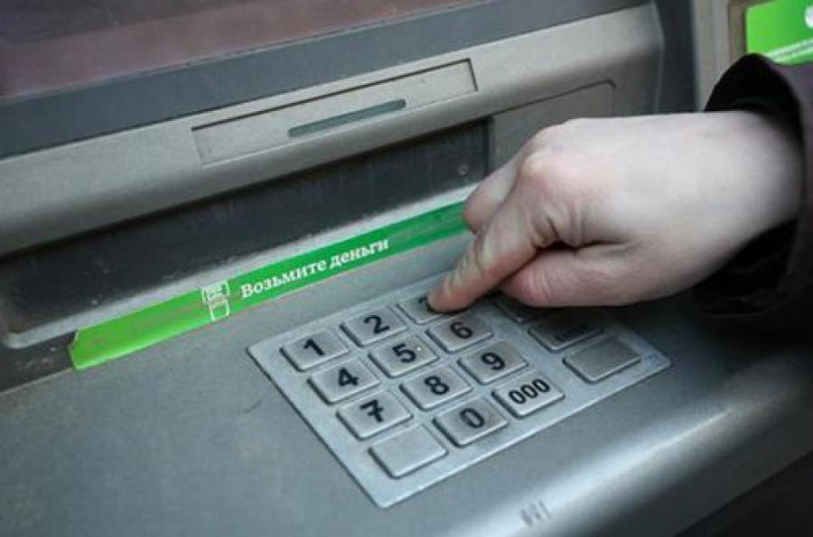 В Твери задержаны иностранцы, устанавливавшие скиммеры на банкоматы