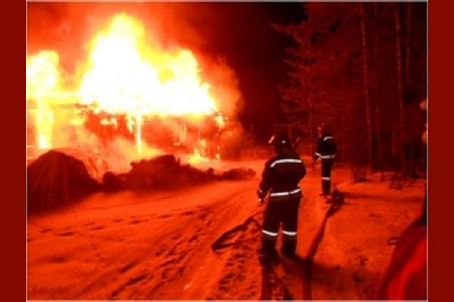 Храм и несколько зданий сгорели минувшей ночью в Тверской области