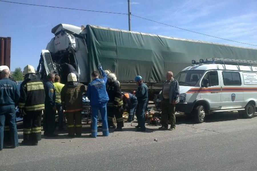 Водитель большегруза, спровоцировавший ДТП с участием 5 машин на трассе М-10, скончался от полученных травм