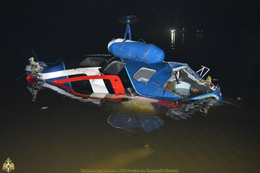 В Тверской области вертолет совершил жесткую посадку на воду