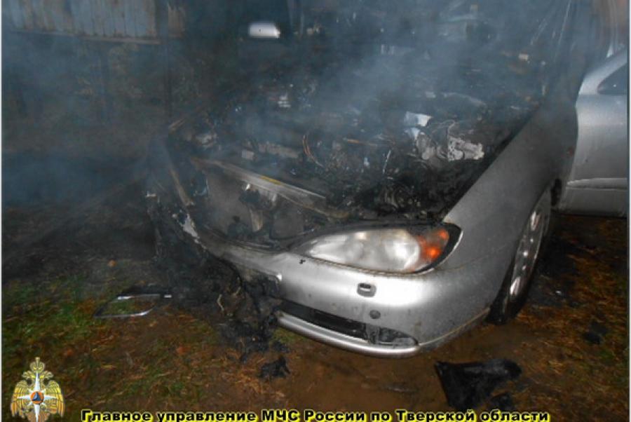 В Максатихе был подожжен автомобиль