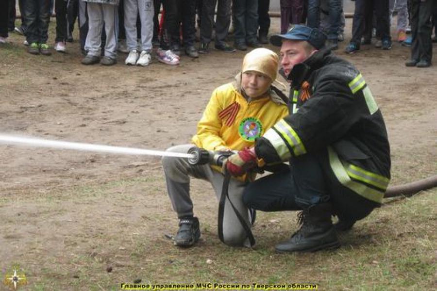 В Твери прошла военно-спортивная игра «Зарничка»
