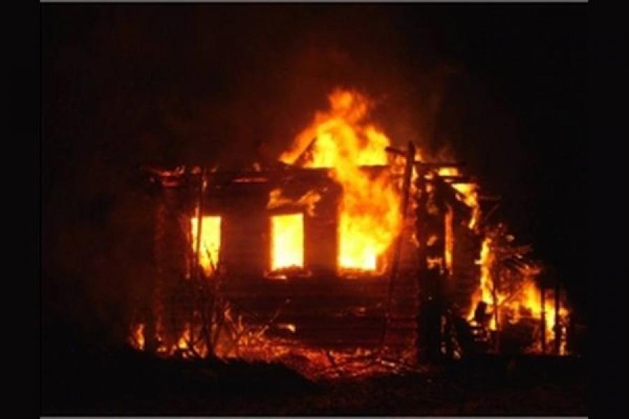 В Тверской области сгорели жилой дом и баня