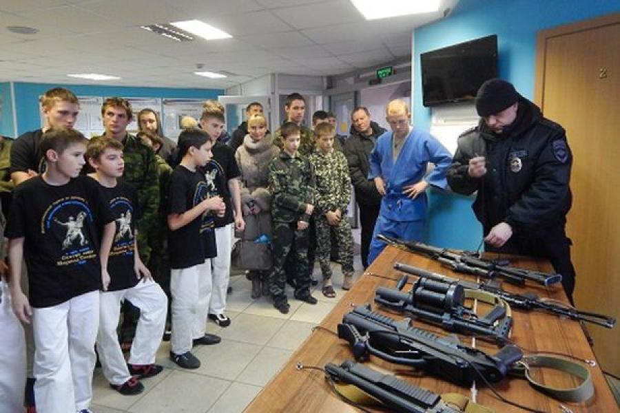 Перед юными участниками турнира по рукопашному бою выступили бойцы Тверского ОМОН
