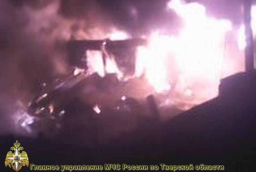 В Твери сгорел нежилой дом