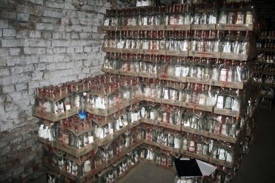 2,3 тысячи литров алкоголя нашли в гараже