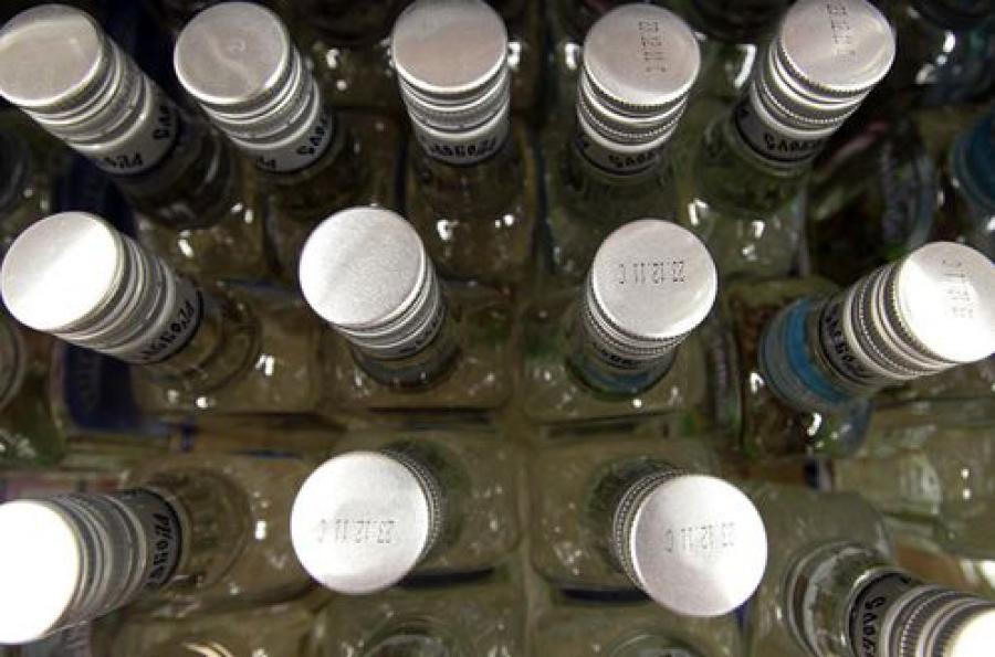 На складе в Твери изъяли 17 тысяч бутылок поддельного алкоголя