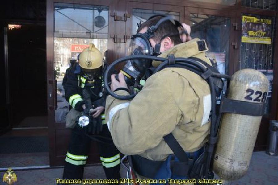 Тверские пожарные потушили условный пожар в «Морозов Холл»