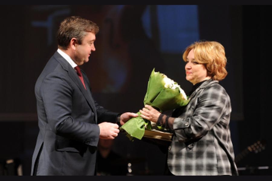 Губернатор поздравил матерей с «профессиональным» праздником