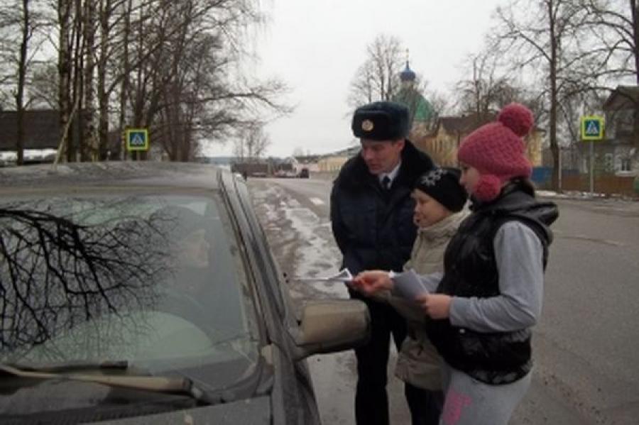 В рамках акции «Культура меняет нас» тверской инспектор ГИБДД читал водителям стихи