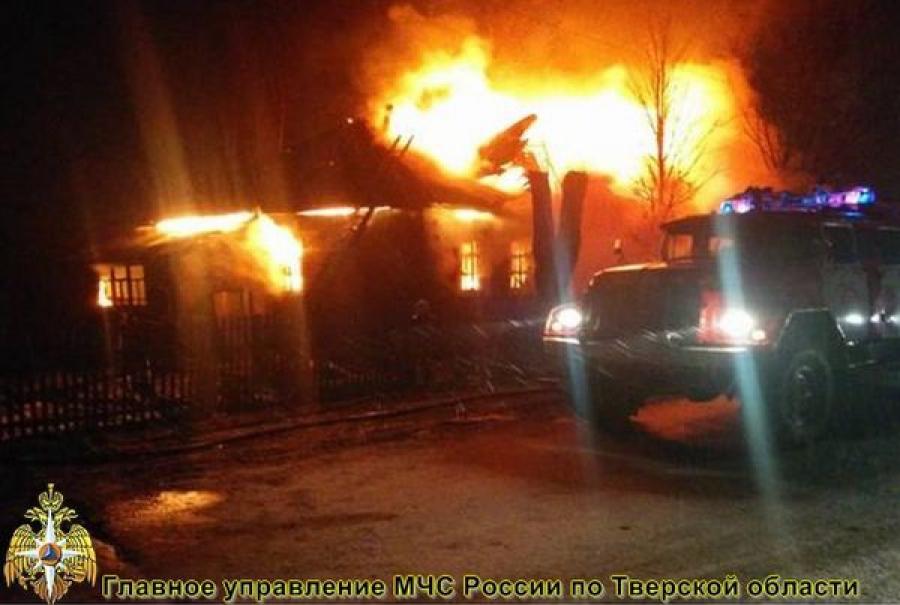 В Бологом из-за нарушений правил при использовании печи сгорел дом