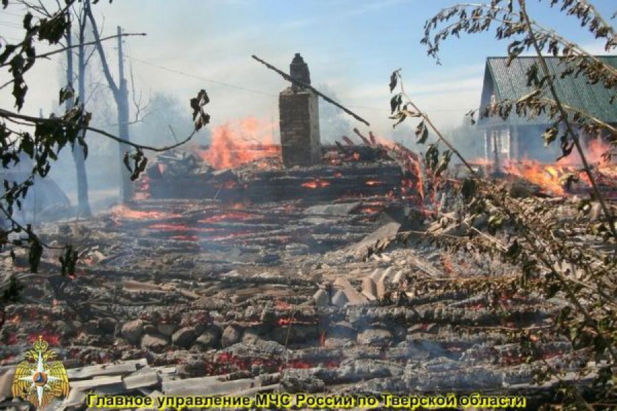 Пожарные спасли от огня 48 домов в одной из деревень Осташковского района