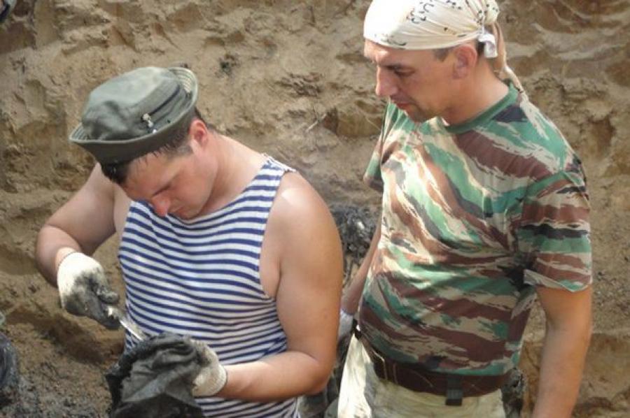 Тверские поисковики во время «Вахты памяти» подняли останки 42 красноармейцев