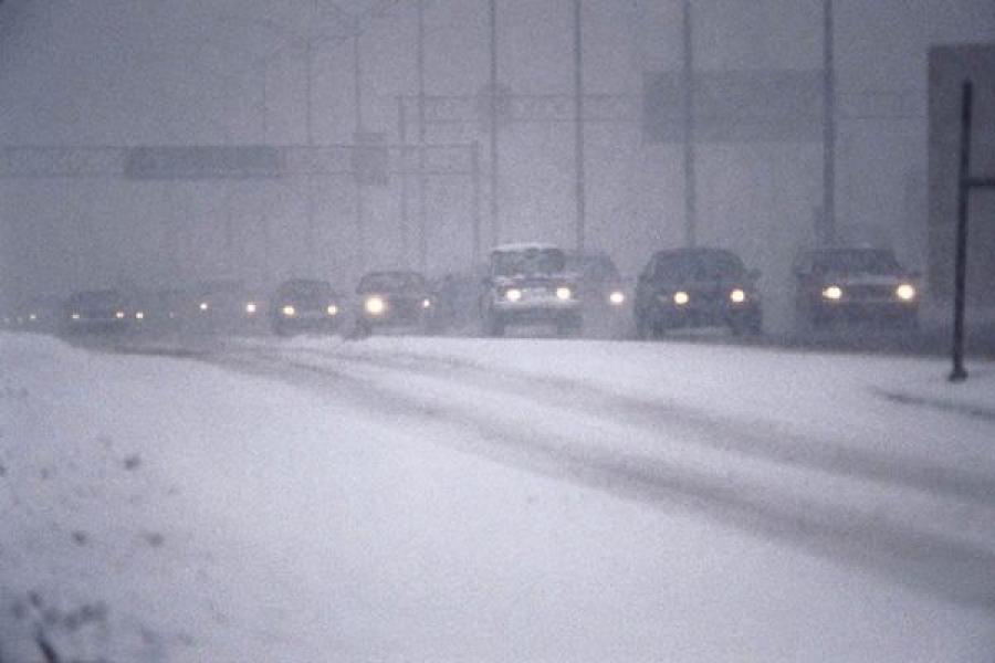 Госавтоинспекция просит всех быть аккуратнее на дорогах в снежную погоду