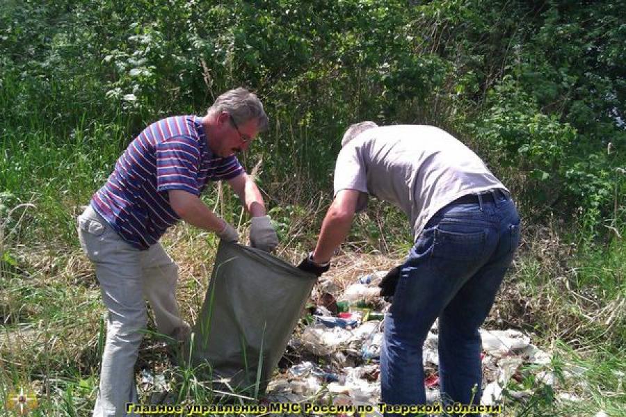 Спасатели навели порядок на берегах рек Молога и Реня в Весьегонском районе