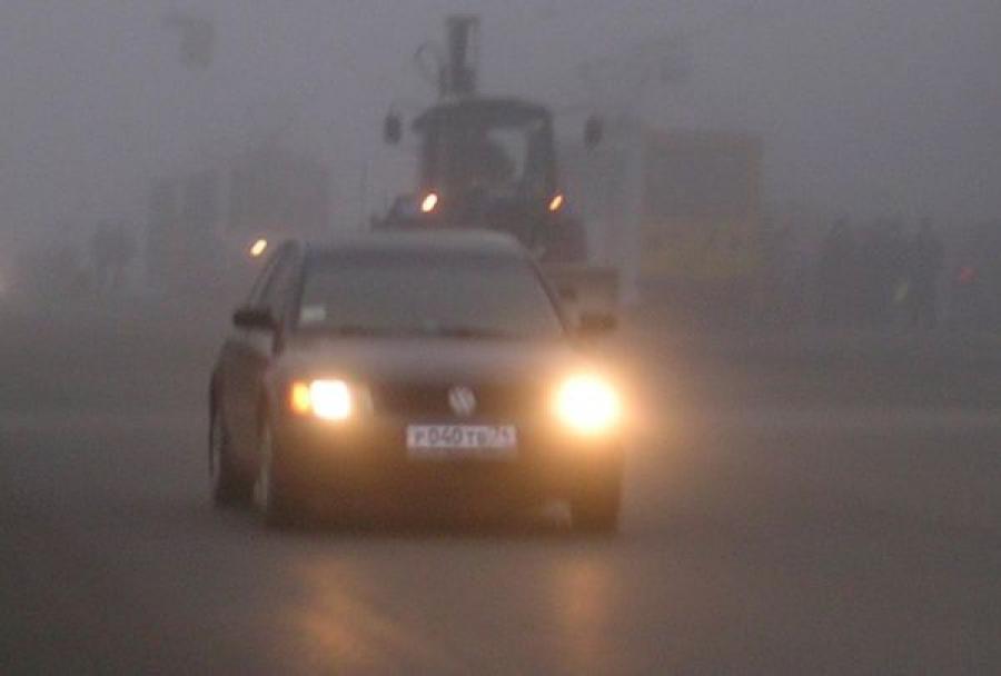 На тверских дорогах туманно: водителям советуют быть осторожнее