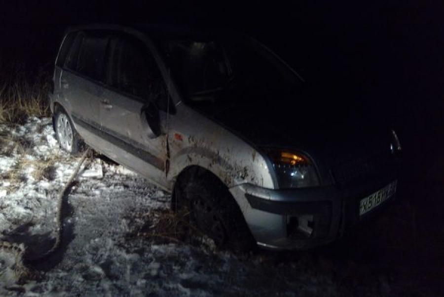 Два автомобиля оказались в кювете за один вечер на дороге Ржев-Осуга