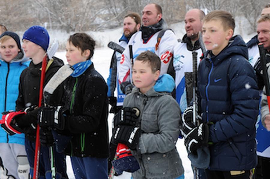 Турнир «Хоккей на Волге» стартовал на льду Лазури