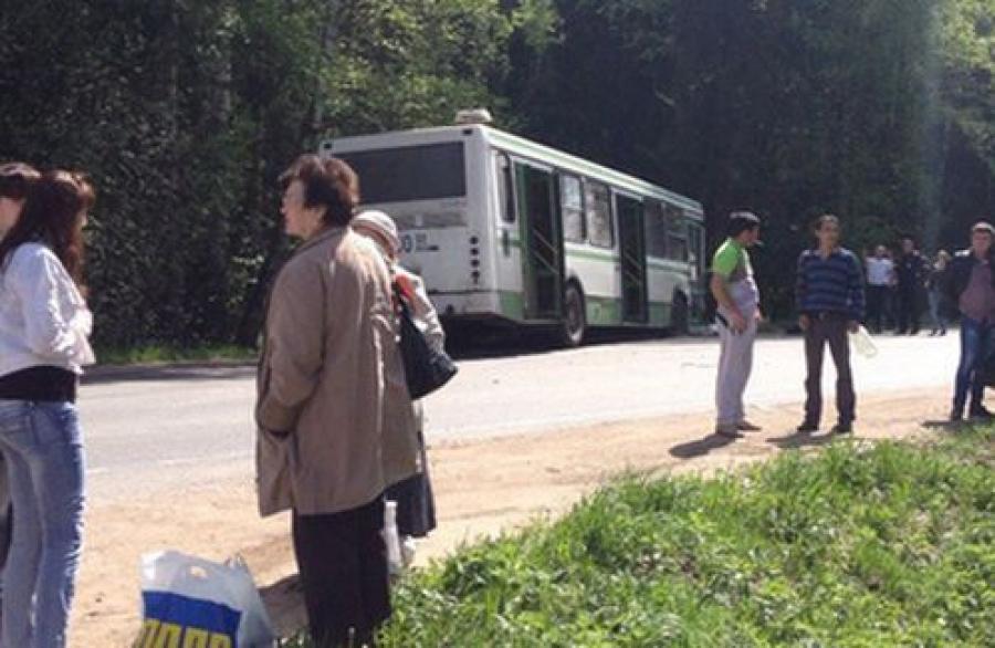 ДТП с участием рейсового автобуса произошло в поселке Редкино