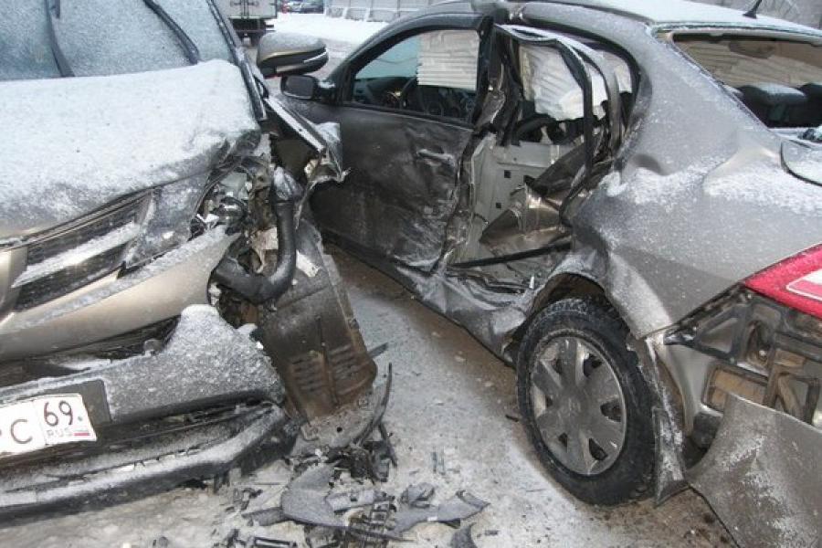 В Твери произошло ДТП с участием трех автомобилей