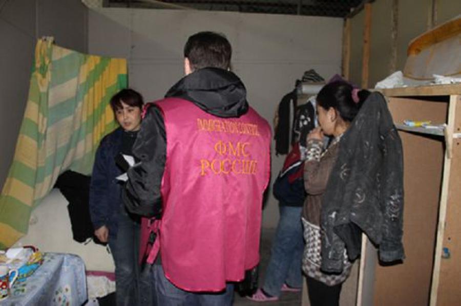 Еще один цех с нелегальными мигрантами обнаружен на территории бывшего «Искожа» в Твери