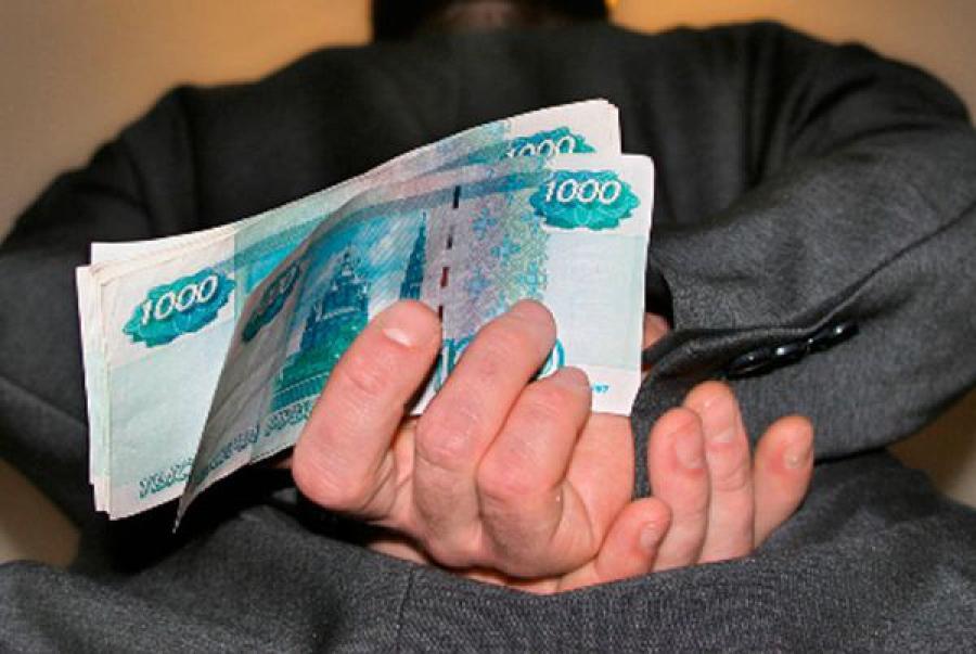 Сотрудника банка будут судить за дачу взятки в сумме 4 тысячи рублей