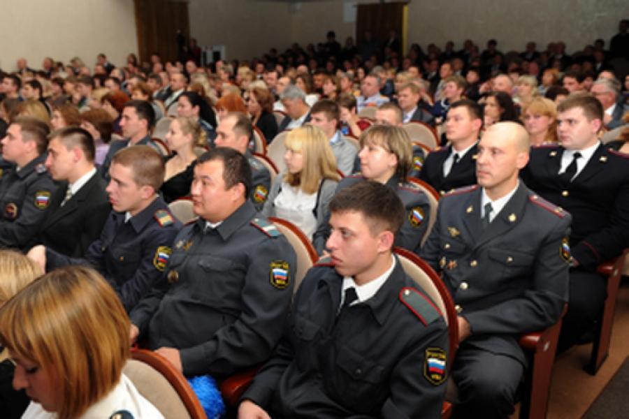 Тверских полицейских поздравили с Днем сотрудника органов внутренних дел