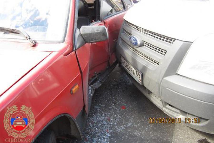 Два ДТП в Твери: водители не уступают дорогу другим