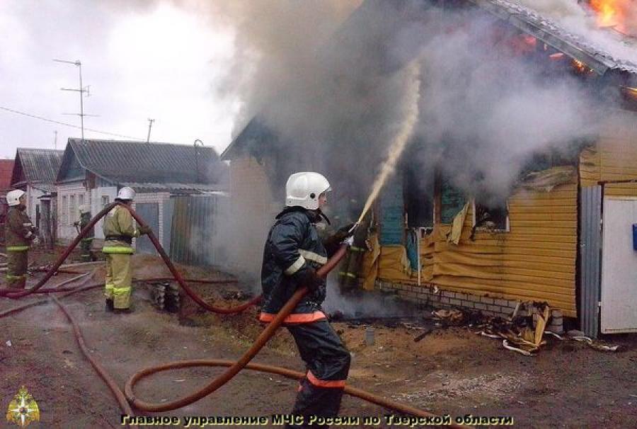 В Конакове сгорел дом