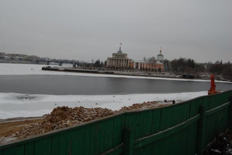 Заканчиваются работы по укреплению берега на месте впадения Тверцы в Волгу