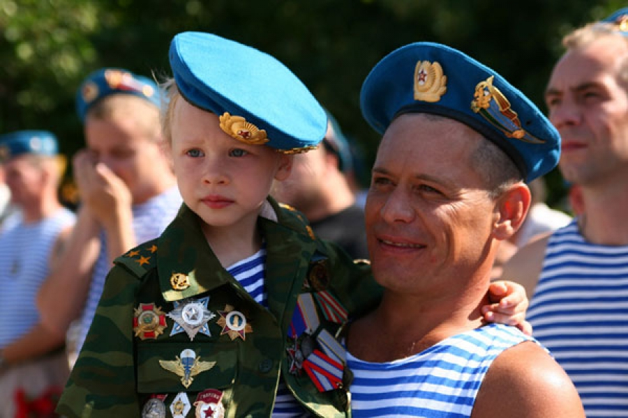 День ВДВ в Твери отметят выставкой оружия и выступлением «Беркутов»