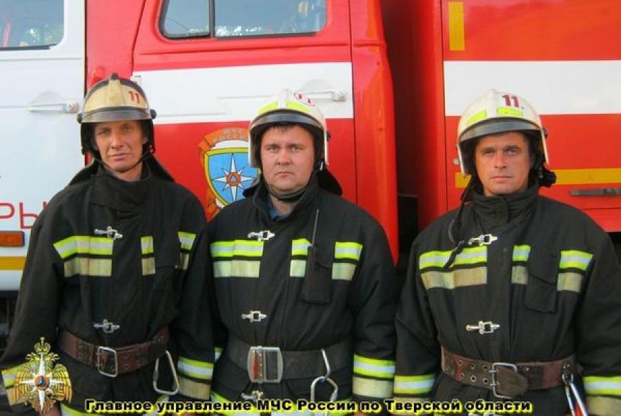 Пожарные спасли мужчину из задымленного гаражного подвала