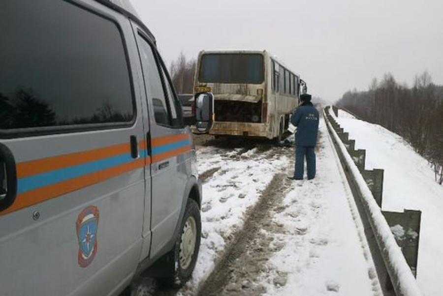 Под Тверью на трассе М-10 столкнулись грузовые автомобили