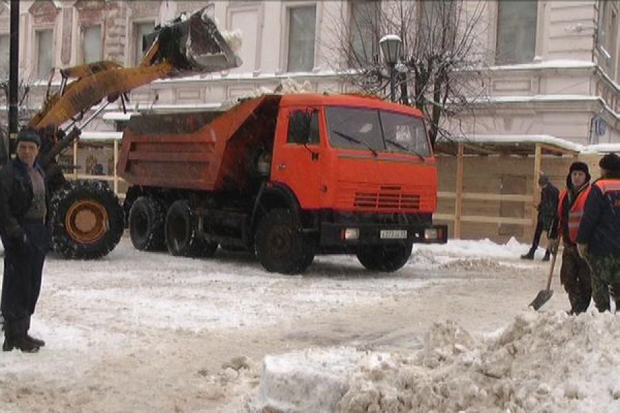 Борьба со снегом в Твери продолжается