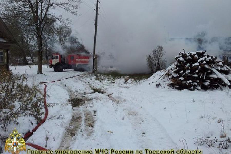 В Калининском районе сгорела мансарда жилого дома