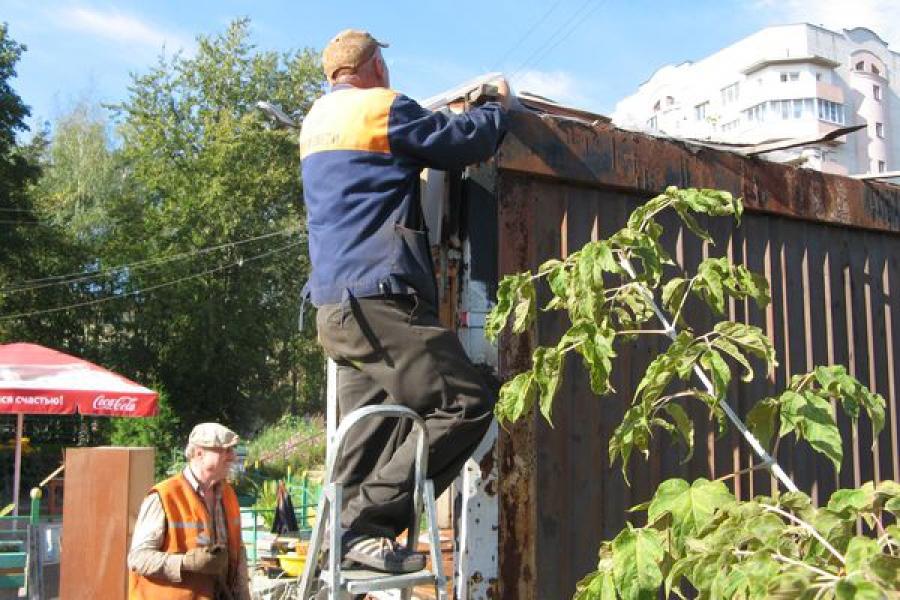 В Твери на улице Орджоникидзе снесли три бесхозных ларька