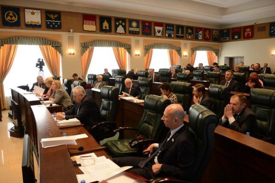 Изменения в ряд региональных законов внесены областным парламентом