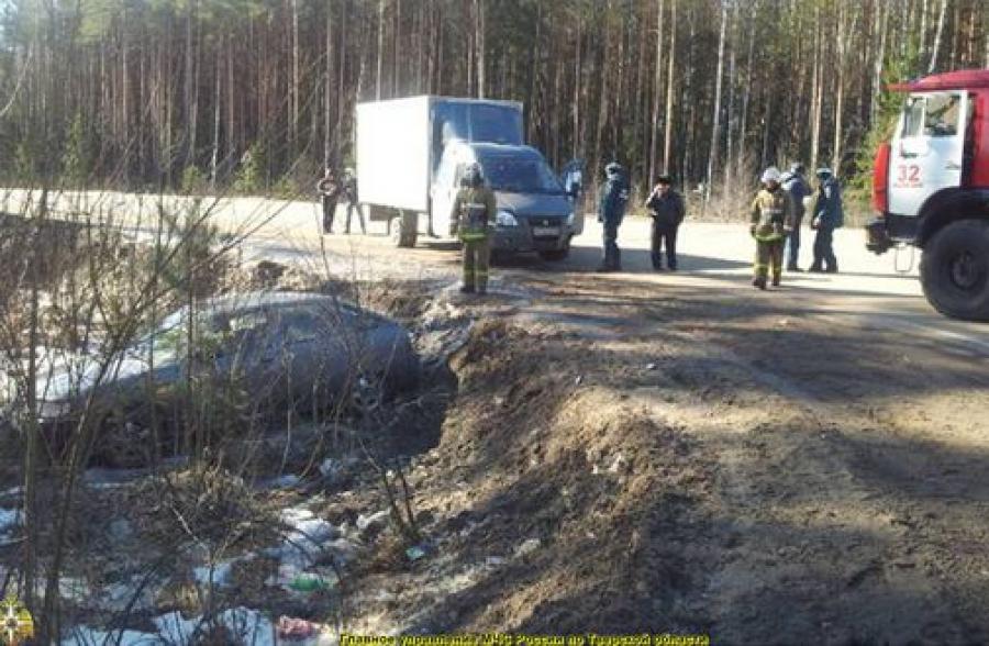 Легковушка и ГАЗель столкнулись на дороге Калязин — Углич