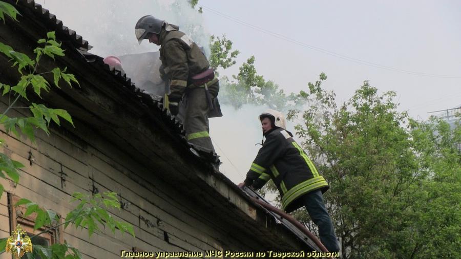 Заброшенное больничное здание горело в Московском районе Твери