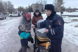 Сотрудники ГИБДД общались с взрослыми и детьми
