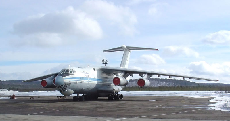 Ил-76 в Мурманске