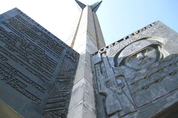 10-04-obelisk