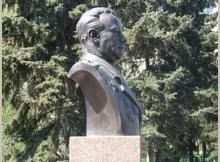 Паямтник Ниловскому