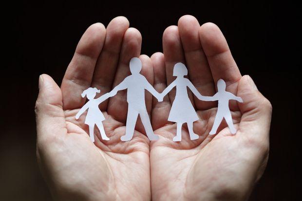 Семья на ладони
