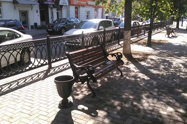 Бульвар Радищева_скамека и урна