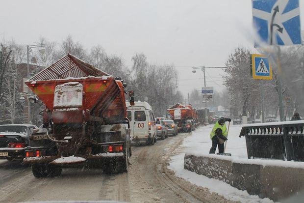 Уборка Твери от снега_снегопад