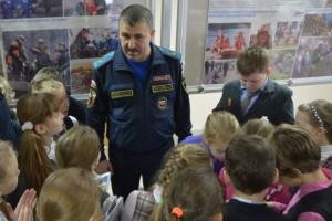 дети и главый спасатель