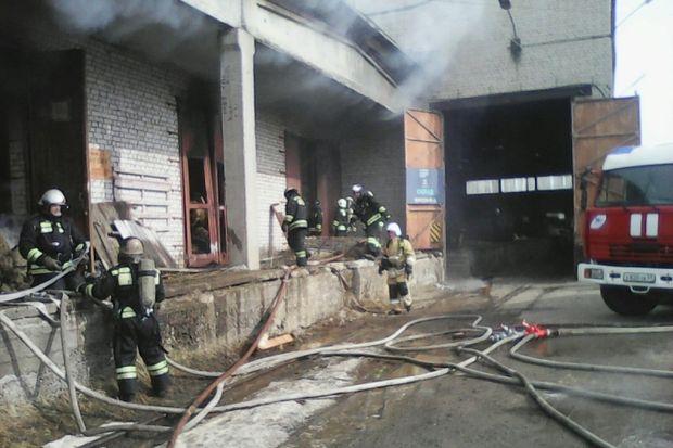 24-03-пожар-склад-день