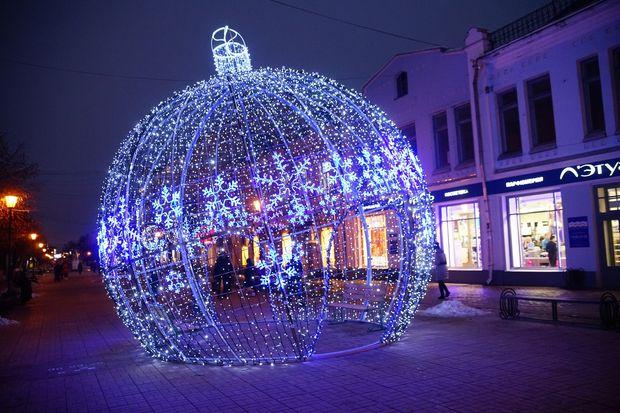 Любимый всеми тверитянами новогодний шар на Трехсвятской