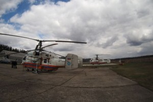 два вертолета МЧС
